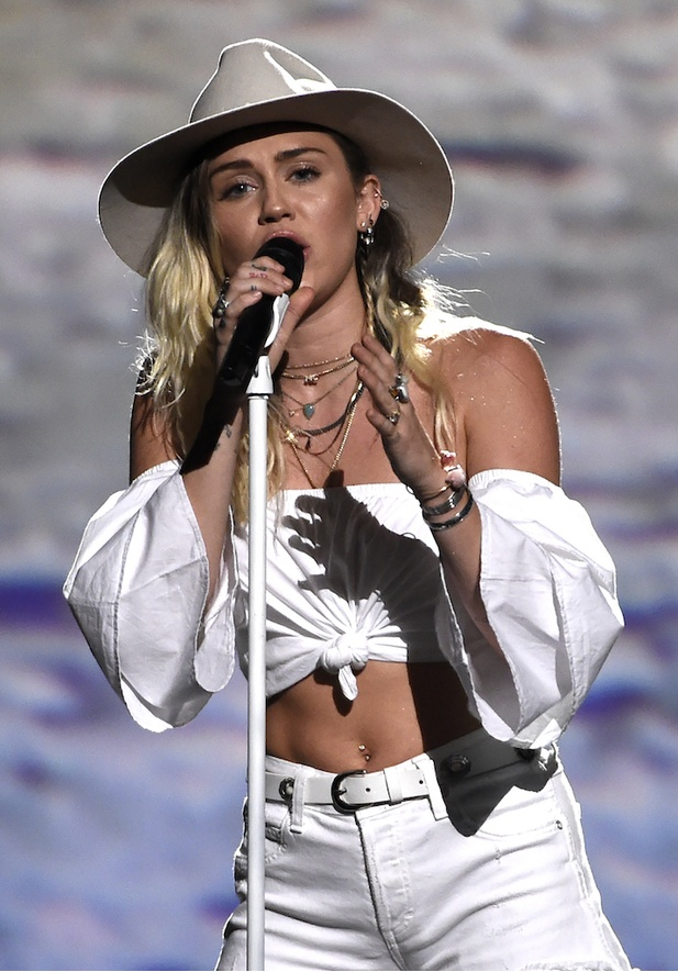 Miley Cyrus, Billboard Music Awards 2017