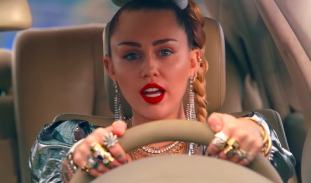 Miley Cyrus, videoklip Nothing Breaks Like a Heart