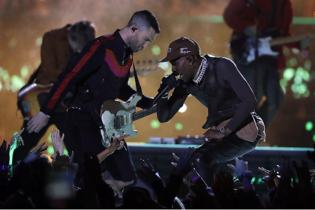 Adam Levine z Maroon 5 a Travis Scott, Super Bowl