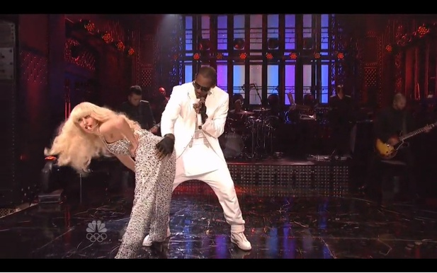 Lady Gaga a R. Kelly v SNL, 16.11.2013